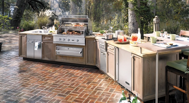 Come Home To A Viking Outdoor Kitchen | Capital Distributing Dallas TX